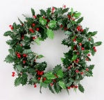 Holly leaves wreath w/red berries